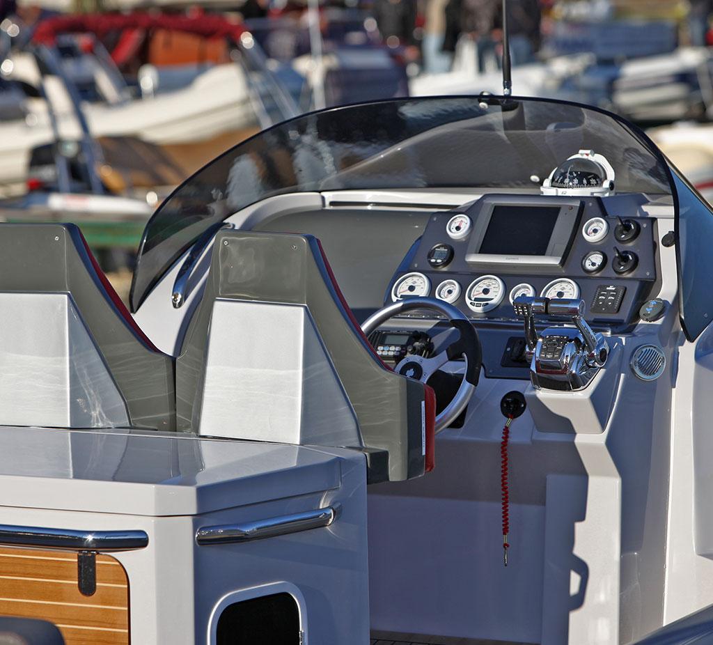 Vendita gommoni usati milano la cura dello yacht for Ritiro arredamento usato milano